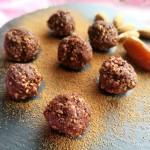 デーツとアーモンドでつくる砂糖不使用チョコボールのレシピ