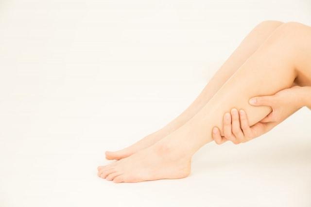 脚の細胞やリンパに水分が溜まってしまった-即効で脚の浮腫み(むくみ)を解消する方法!そもそもむくむ原因とは?-yumiid.com