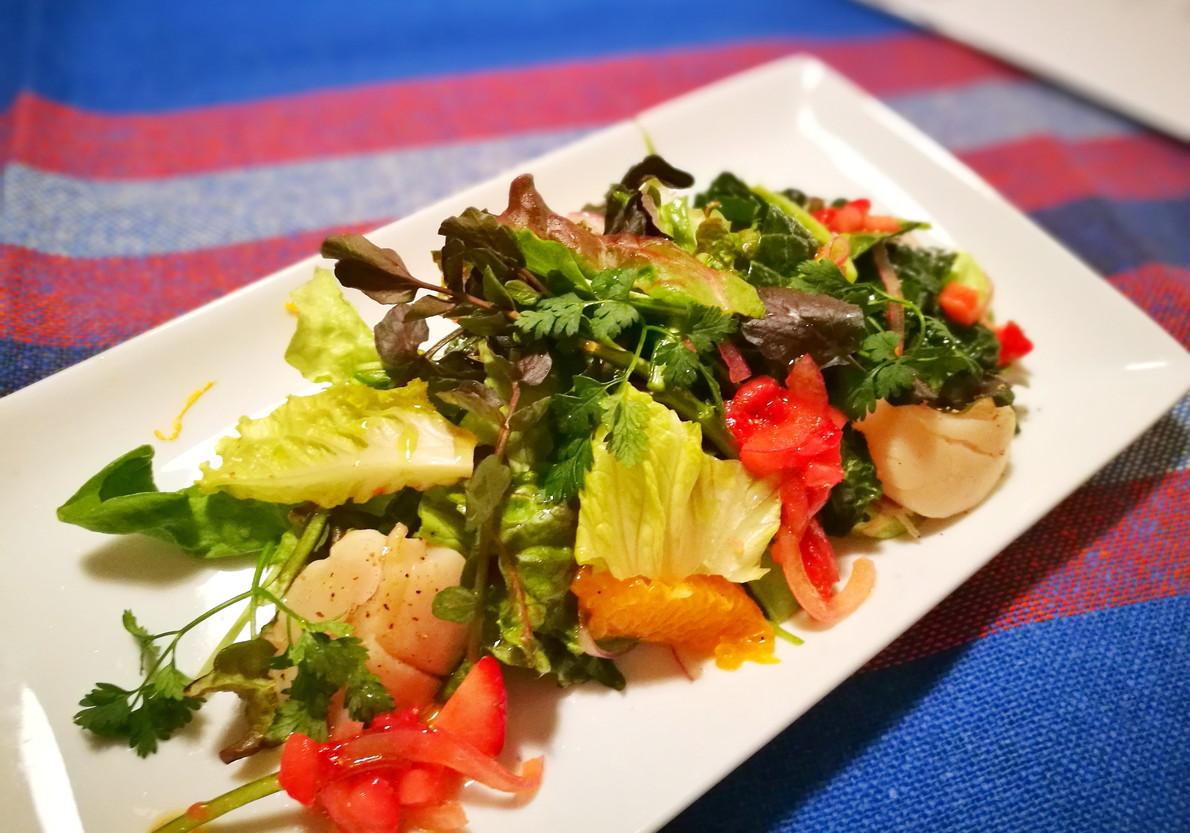 グリーン野菜とホタテのごちそうサラダ-鈴木麻衣子作
