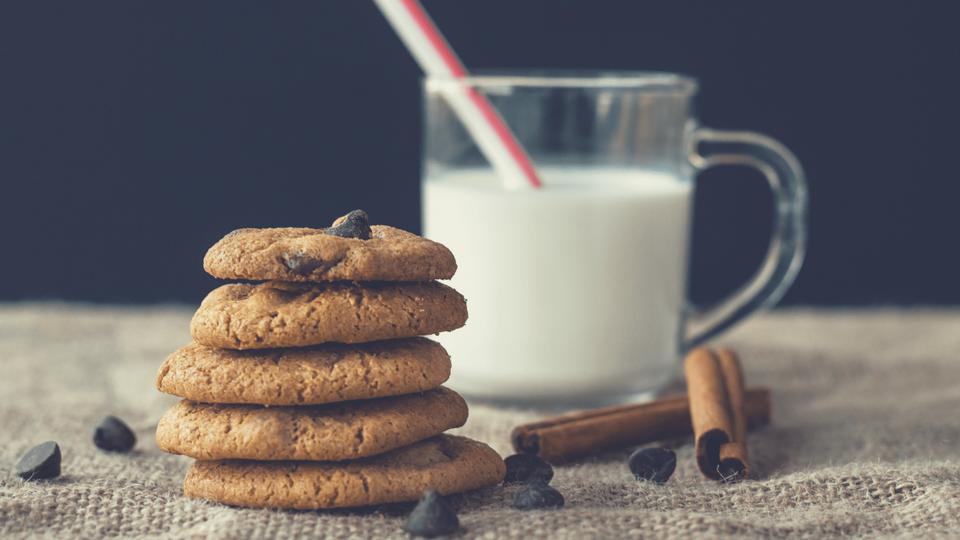精製された砂糖、小麦粉、乳製品を控える-即効排便を促す!腸内お花畑女の4つの便秘解消法-yumiid.com-min