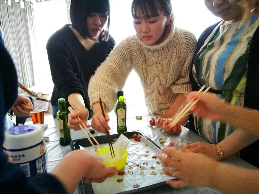 筋トレ料理教室 ~野菜をたっぷり食べようの会~-ドライトマト瓶詰め中