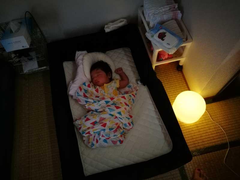 夜中授乳の時の照明-夜中の授乳で廃人にならないための赤ちゃん&ママの睡眠戦略-yumiid.com