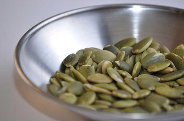 亜鉛が豊富なカボチャの種ー食事にちょこっとまぶすだけ!栄養価をアップグレードするチョイ盛りトッピング7選