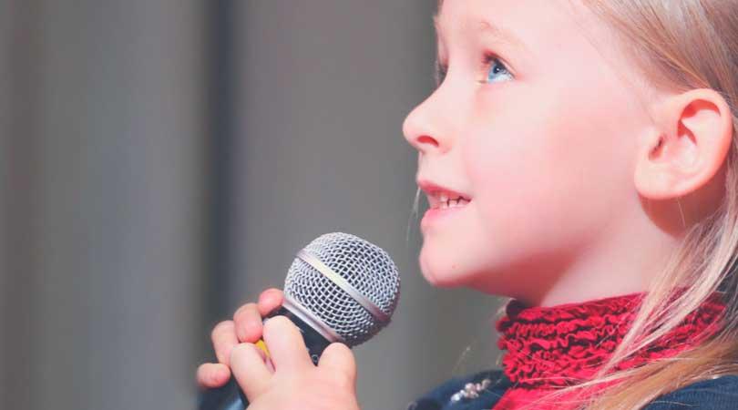 歌を歌う-脳のパフォーマンスを上げるためにオフラインでできる楽しいこと-yumiid.com