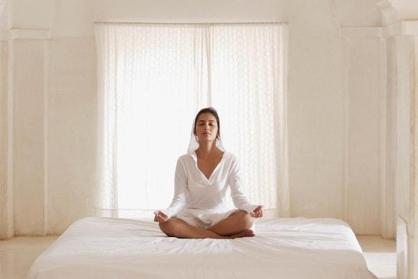 瞑想-ママのクオリティオブライフを高めるため授乳中にできること3選-yumiid.com