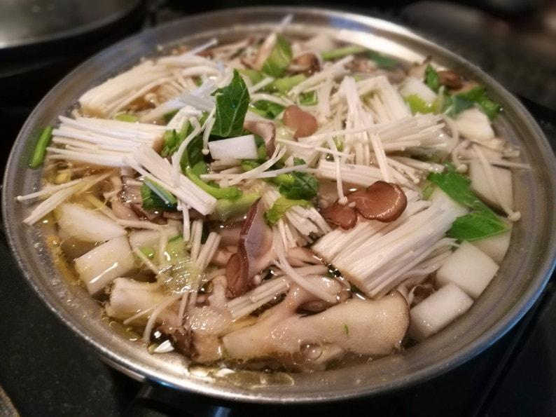 野菜スープ-たんぱく質&食物繊維がいっぱい摂れる!ゆで鶏&野菜たっぷり鶏がらスープのレシピ