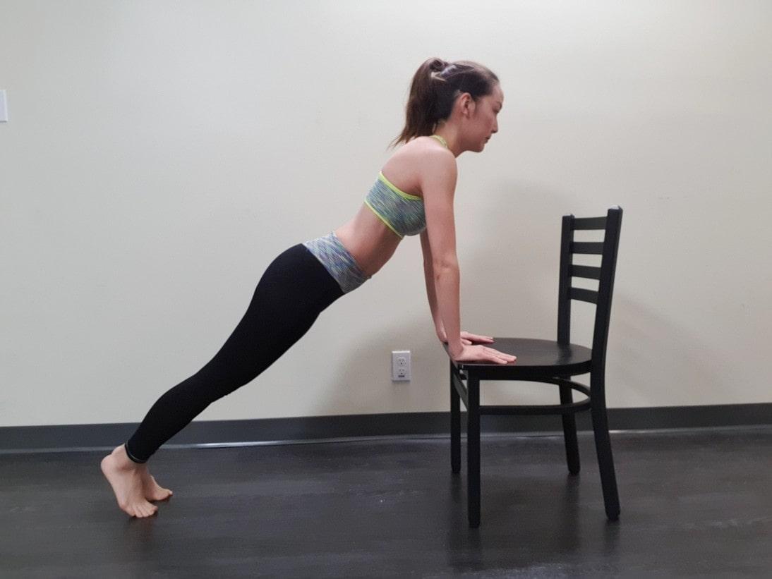 妊娠中のプランク 椅子付きプランク