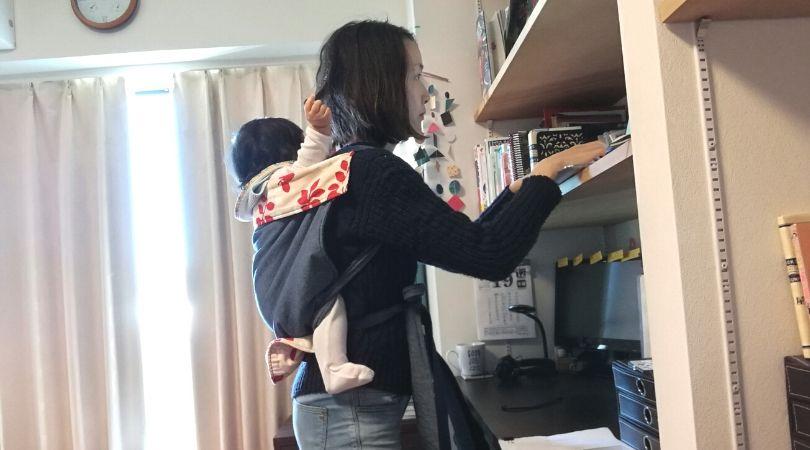 スタンディングデスクの前で足踏み- 有酸素運動の脳へのメリットが半端ない!家でできるおすすめな有酸素運動