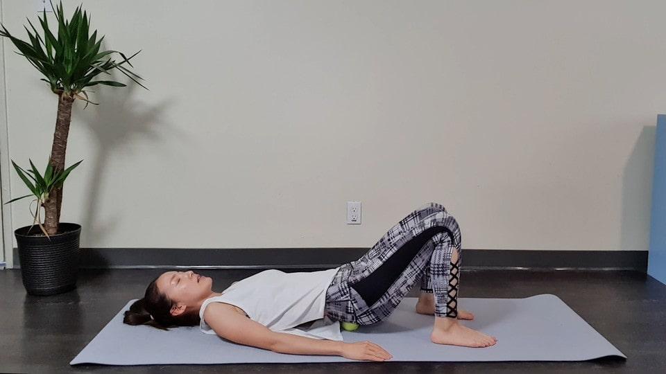 仙腸関節ほぐし①-腰痛対策に!テニスボールで寝るだけ仙腸関節ほぐし